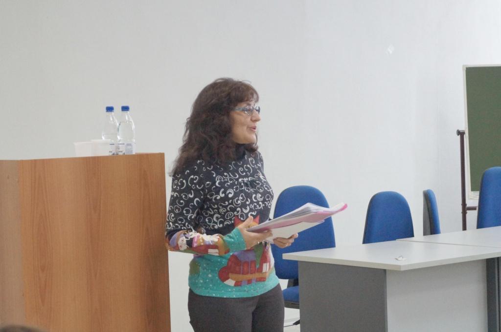 Е.П.Иванян выступает с докладом
